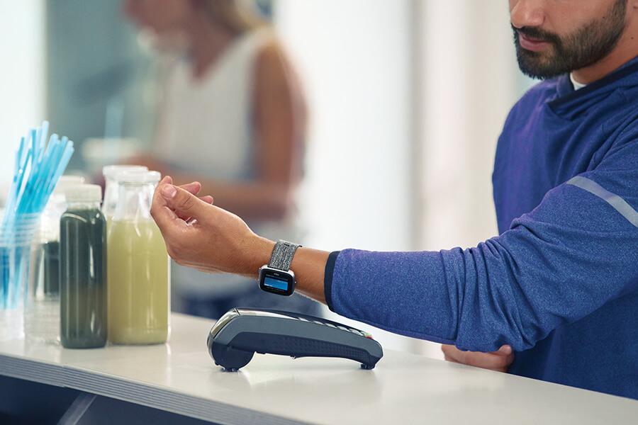 Fitbit Pay kontaktlos zahlen